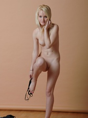 Petite blonde erotic chick reveal - Sexy Women in Lingerie - Picture 7