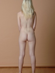 Petite blonde erotic chick reveal - Sexy Women in Lingerie - Picture 11