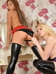Busty babes in latex - Sexy Women in Lingerie - Picture 7