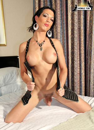 Dickgirl. Big dicked tranny babe! - XXX Dessert - Picture 7