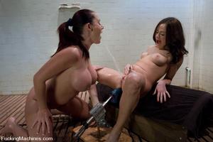 Girls on sex machines. Sindee Jennings,  - XXX Dessert - Picture 1