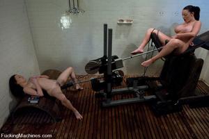 Girls on sex machines. Sindee Jennings,  - XXX Dessert - Picture 6