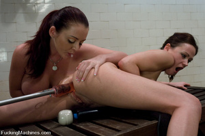 Girls on sex machines. Sindee Jennings,  - XXX Dessert - Picture 15