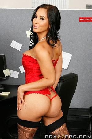 Massive tits. Isis Love proves her tits  - XXX Dessert - Picture 2