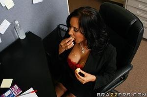 Massive tits. Isis Love proves her tits  - XXX Dessert - Picture 5