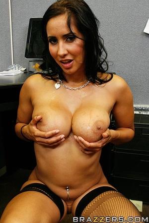 Massive tits. Isis Love proves her tits  - XXX Dessert - Picture 15