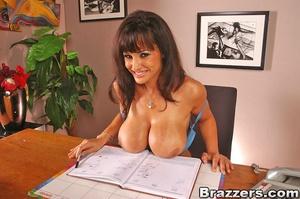 Beautiful boobs. Lisa Ann gets distresse - XXX Dessert - Picture 2