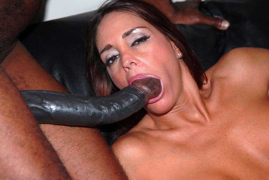 Wondoloski recommends Chubby transexual giving blowjob to girlfriend