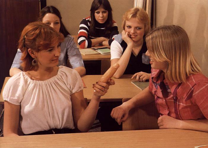 eroticheskaya-molodezhnaya-komediya
