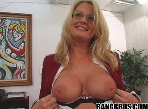 Mature milf sex. Cum guzzling mommy with pe - XXX Dessert - Picture 6