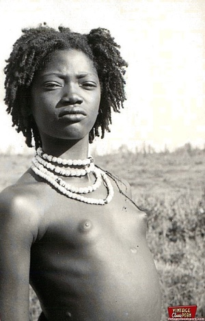 Vintage xxx. Several nude African ladies - Picture 2