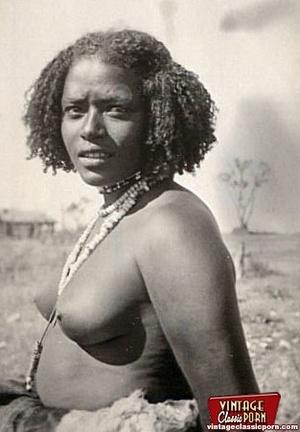 Vintage xxx. Several nude African ladies - Picture 3